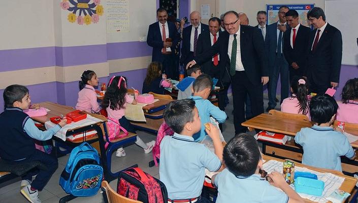 Vali Mustafa Tutulmaz İlk Ders Zili Heyecanına Ortak Oldu
