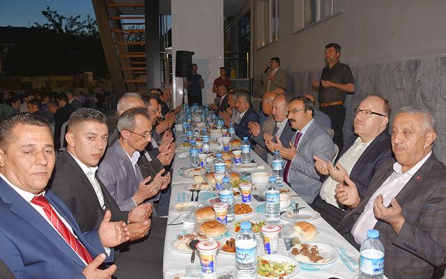 Vali Mustafa Tutulmaz Vatandaşlarımızla İftarını Açtı