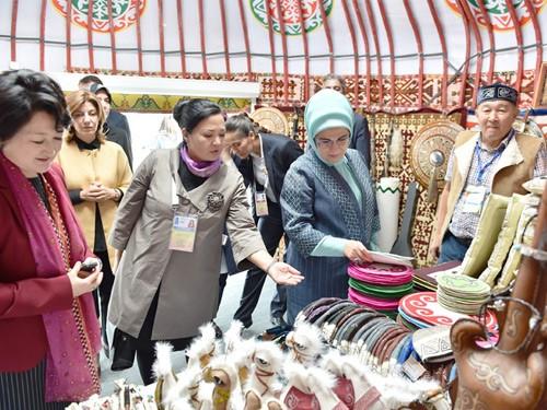 Emine Erdoğan, Kazakistan'da Etnik Köy Ziyaret Etti