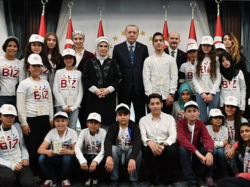 """Emine Erdoğan, """"biz Anadoluyuz Projesi"""" Kapsamında Mardin'den Gelen çocukları Kabul Etti"""