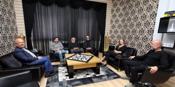 Yönetmen Sinan çetin Ve ünlü Oyunculardan Ziyaret