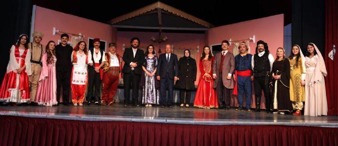 Perdeler Tiyatro Gününe özel Olarak Açıldı