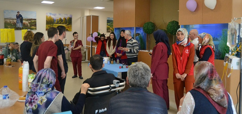 Gençlik Merkezinden Onkoloji Hastalarına Ziyaret