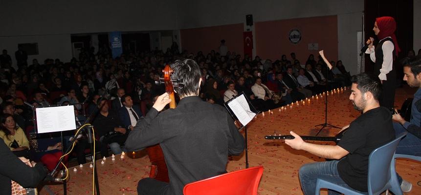 şiir Ve Türkü Gecesi Düzenlendi..
