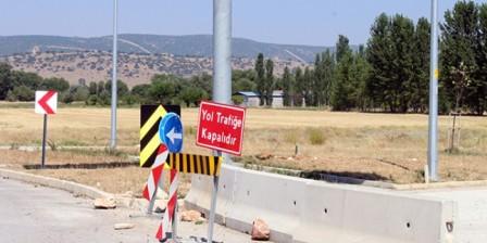 Dinar-çivril Yolu Trafiğe Neden Açılamıyor?