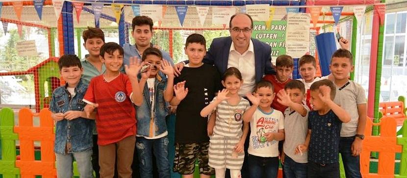 Başkan Mustafa çöl çocuklarla Kent Park'ta Bayramlaştı