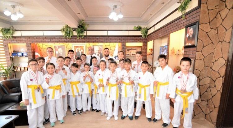 Yıldız Karate Gençlik Spor Kulübünden Başkan çöl'e Ziyaret