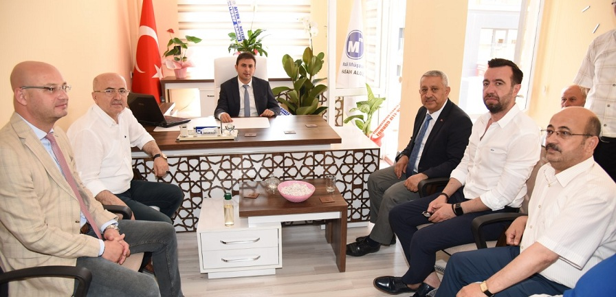 Başkan Zeybek Hasan Algül'ün Büro Açılışına Katıldı..
