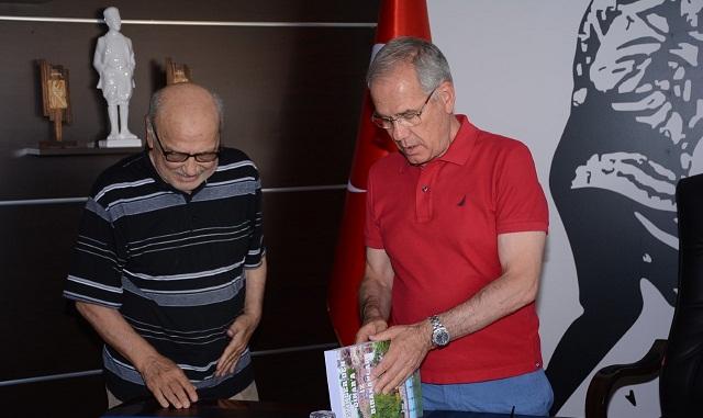 Ayhan Kalkan'ın İz Bırakanlar Kitabı Okurlarıyla Buluştu