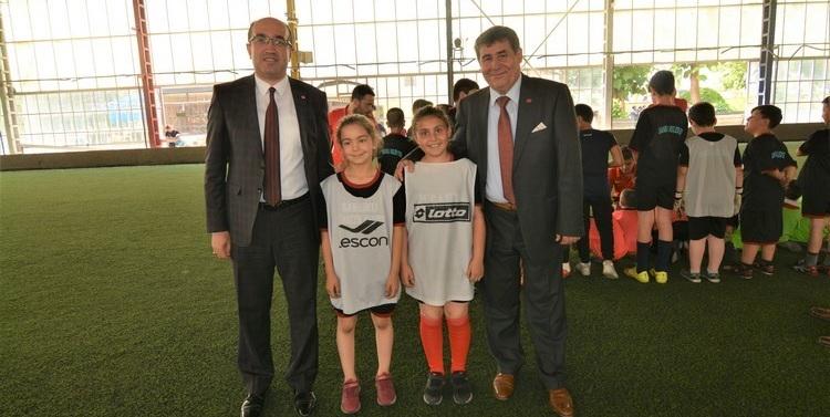 Başkan Mustafa çöl Futbol Kursunu Ziyaret Etti