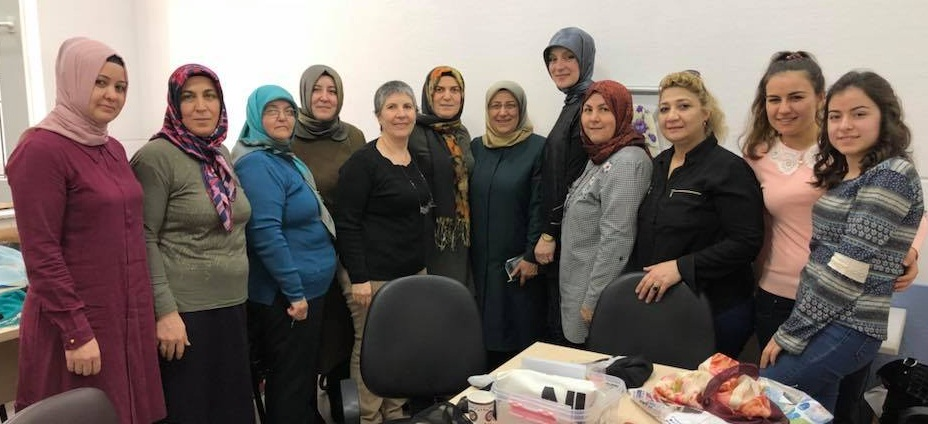 Milletvekili özkal, Afyonkarahisar Belediyesi'nin El Sanatları Kursunu Ziyaret Etti