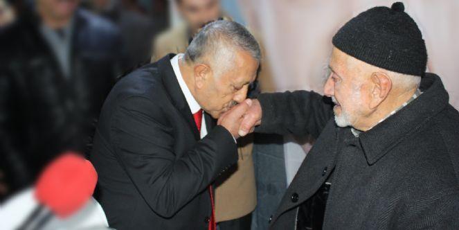 Başkan Mehmet Zeybek´in Babalar Günü Mesajı